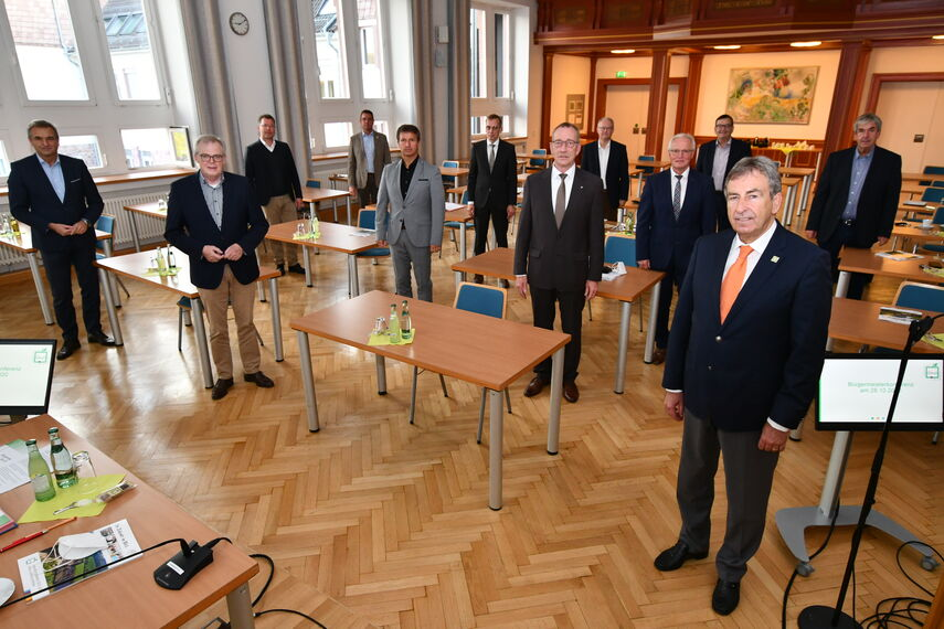 Bürgermeister und Landrat des Kreises Höxter in der Aula der Kreisverwaltung Höxter.