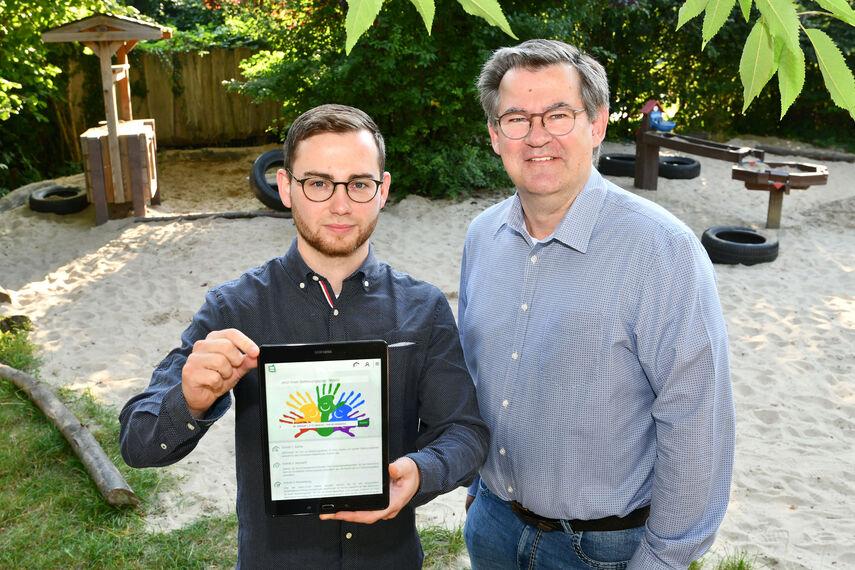 Thomas Schreiner und Christian Rodemeyer werben für den Kitaplaner.