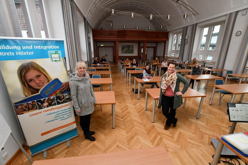Sarah Mönnekes und Referentin Yvonne Ungerer begrüßten die Teilnehmerinnen und Teilnehmer zur letzten Sitzung des Heidelberger Interaktionstrainings im Kreishaus in Höxter.