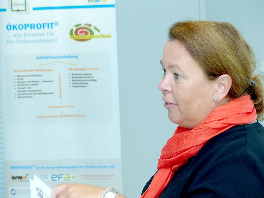 NRW-Umweltministerin Ursula Heinen-Esser vor einem Ökoprofit-Plakat.